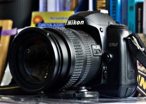 Nikon D70s - produk kedua Nikon pada kelas kamera D-SLR entry.